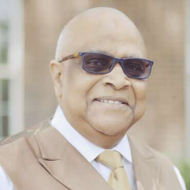 <span>2</span>Bishop Larry Parks